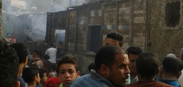 صورة| حريق في مساكن إيواء الدويقة.. والأهالي: «محدش سأل.. سايبنا نموت»