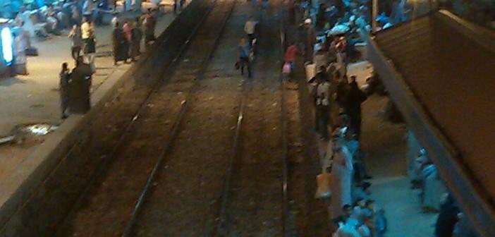 راكب: زحام بمحطة قنا.. واشتباكات بين ركاب قطار القاهرة (صور)