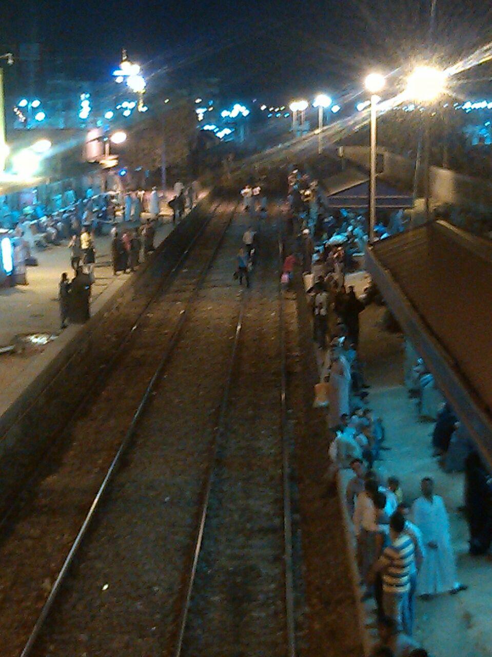 بالصور.. راكب: زحام في محطة قنا.. واشتباكات بين ركاب قطار القاهرة