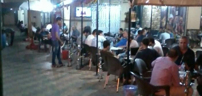 بالصور.. مقاهي تحتل مداخل وأرصفة عمارات العبور بصلاح سالم