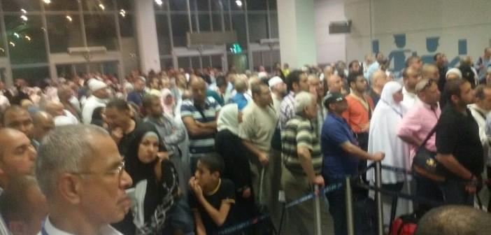 بالصور.. تكدس بمطار القاهرة وسط بطء في إجراءات الوصول