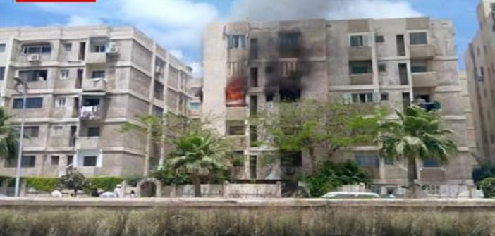 بالصور.. اندلاع حريق بعقار في المعمورة بالإسكندرية