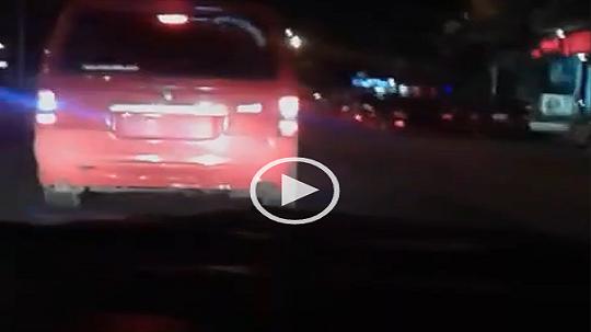 فيديو.. مواطن يحذر من سيارات بلا لوحات قد تستخدم في أعمال إرهابية