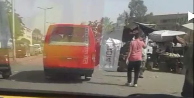 فيديو.. ميكروباص بدون لوحات يتحرك بحرية في شوارع القاهرة