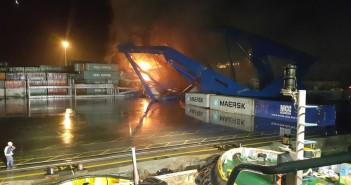 بالصور.. اللحظات الأولى لحريق ميناء شرق بورسعيد (إصابة 5 بينهم ضابط)