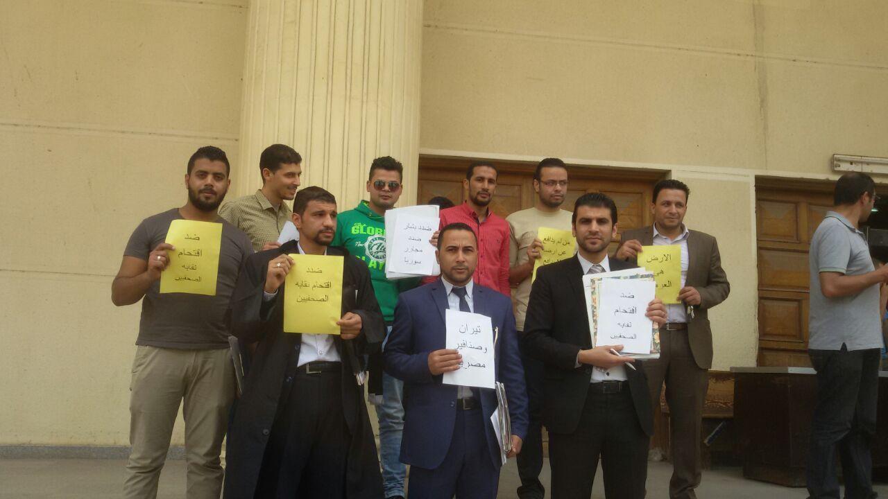 بالصور.. وقفة لمحامين أمام محكمة إيتاي البارود ضد اقتحام «الصحفيين»