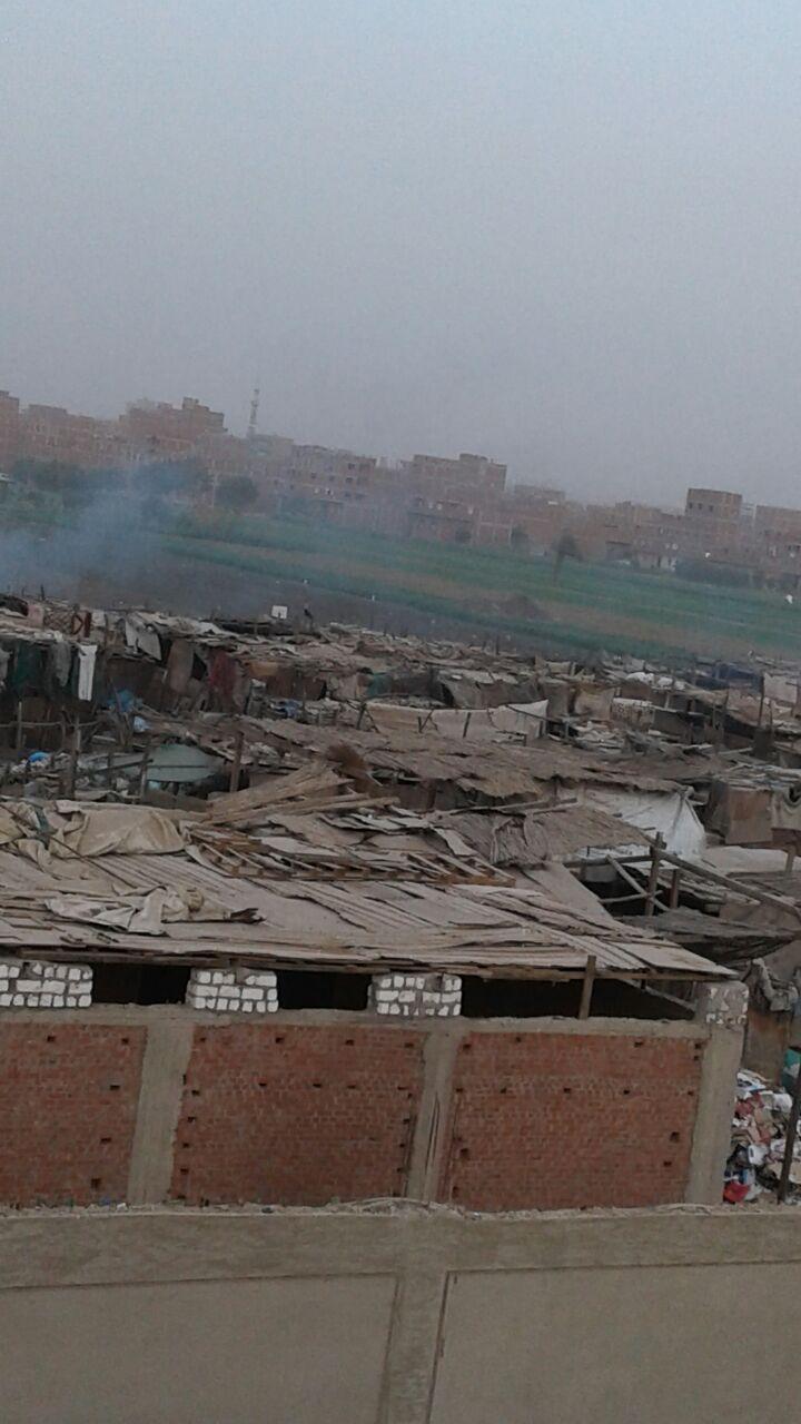«زرايب البراجيل».. معاناة المواطنين مُستمرة ولا حلول موفقة (صور)