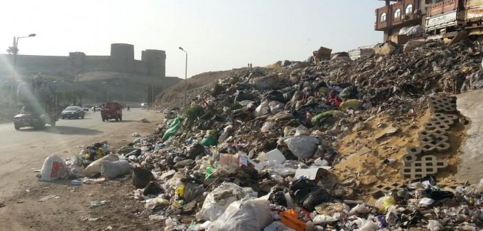 مطالب بإزالة مقلب قمامة على طريق قرب قلعة صلاح الدين