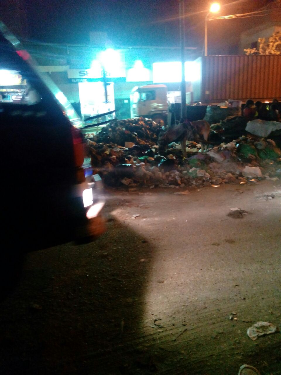 صور.. تراكم القمامة في إمبابة قرب الدائري وشارع الوحدة و«القومية»