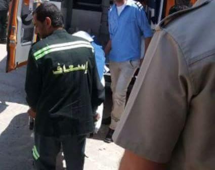 بالصور.. وفاة ماليزي بميناء دمياط.. ونقل جثته للمستشفى