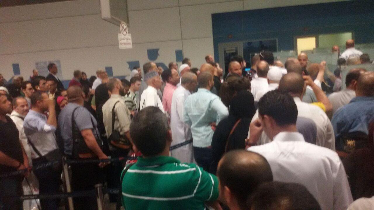 بالصور.. تكدس في حركة الوصول بمطار القاهرة وسط بطء في الإجراءات