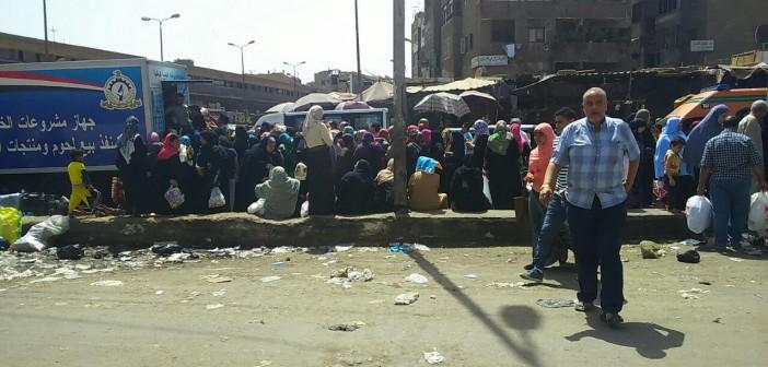من أجل «فرخة».. رحلة المواطنين بطوابير السلع المخفضة قبيل رمضان (صور)