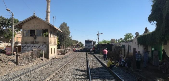 بالصور.. حركة قطارات الصعيد مازالت مُعطلة.. وركاب عالقون بالمنيا وبني سويف