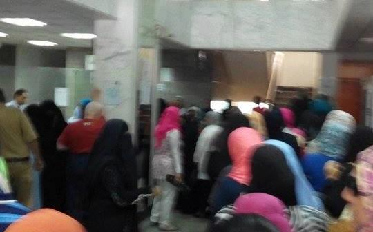 قصر صرف النفقات والمعاشات على 10 أيام شهريًا يُغضب عملاء بنك ناصر
