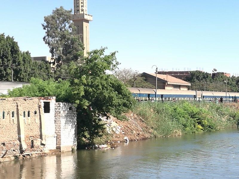 رغم تصريحات «السكك الحديدية».. حركة القطارات مازالت معطلة.. والركاب عالقون بالمنيا (صور)