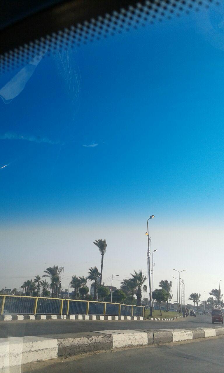 جمصة منورة في عز الظهر أعمدة الإنارة مضاءة الرابعة عصراً