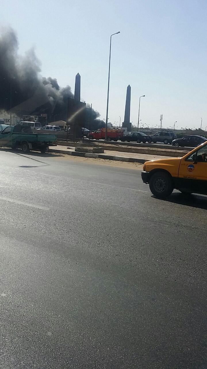 بالصور.. اندلاع حريق في مخزن فواكه بسوق العبور.. والحماية المدنية تخمده