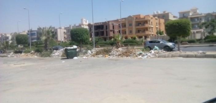 القاهرة الجديدة | تردي حال الطرق وانتشار القمامة بالتجمع الأول
