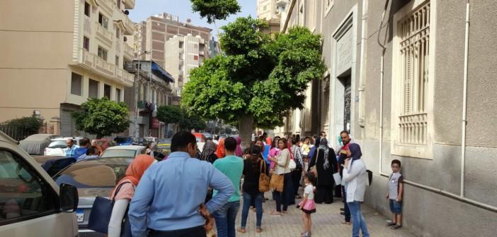 زحام التقديم للطلاب الجدد.. دراسة الصغار بدأت مُبكرًا بالإسكندرية