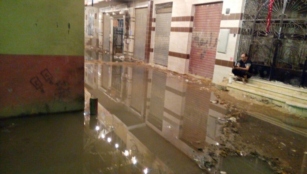 بالصور.. مياه الصرف تغرق شوارع المرج الغربية