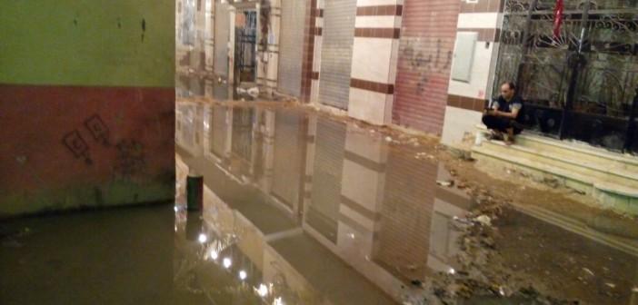 بالصور.. غرق شوارع بالمرج الغربية في الصرف الصحي