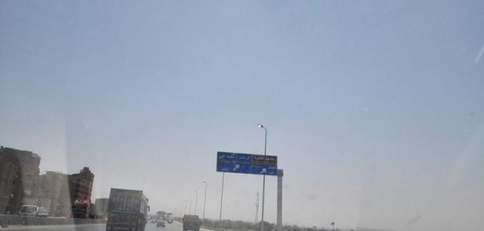 طفي النور.. أعمدة إنارة مضاءة في عز الظهُر عَ الطريق الدائري (صور)