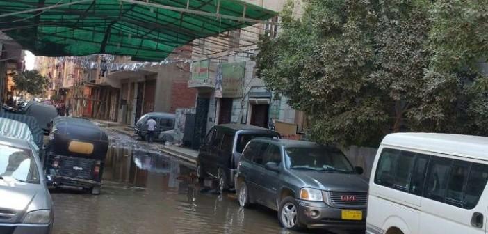 انفجار ماسورة للصرف الصحي يُغلق شارعًا بالطالبية (صورة)