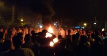 أهالي «قفط» يقطعون طريق «قنا ـ القاهرة» احتجاجًا على تواصل انقطاع الكهرباء