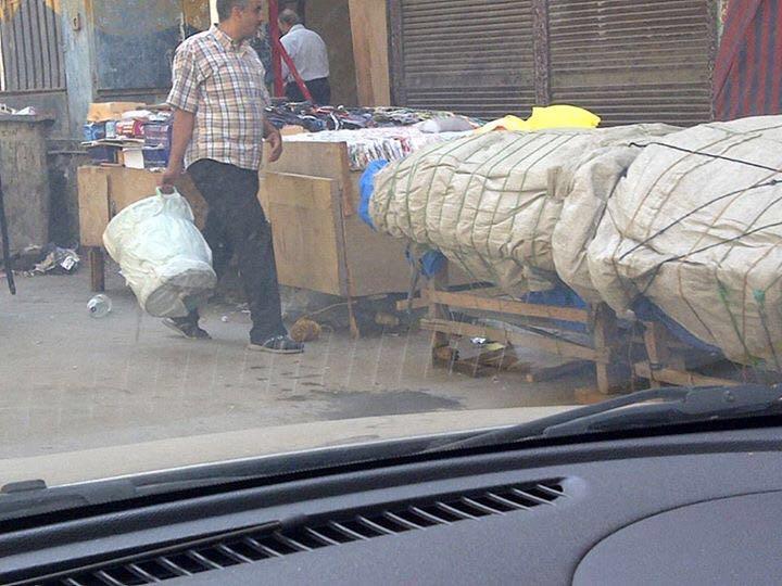 بالصور...الباعة الجائلون يسيطرون على شارع المنشية في غياب لمسئولي الإسكندرية