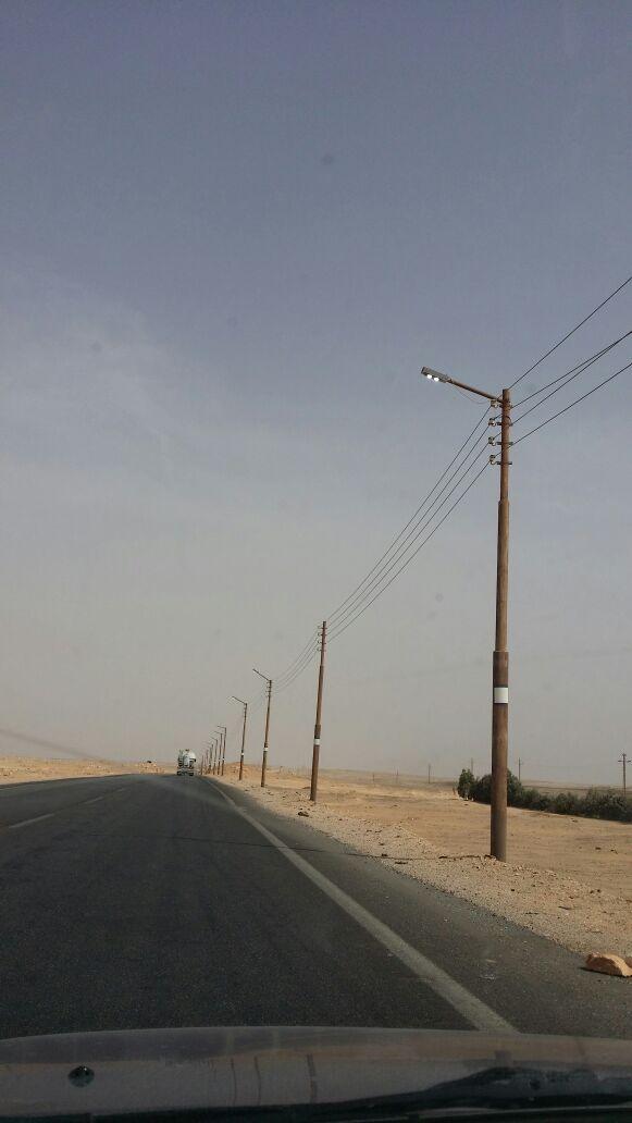 بالصور.. طريق أسيوط «منور» فى عز الضهر فى غياب المسئولن