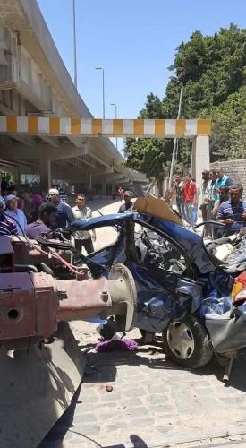 مصرع 3أفراد فى تصادم قطار بسيارتهم عند مزلقان القبارى بمحافظة الأسكندرية