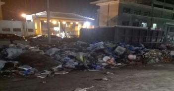 تراكم القمامة بمحيط نادي سبورتينج بالإسكندرية