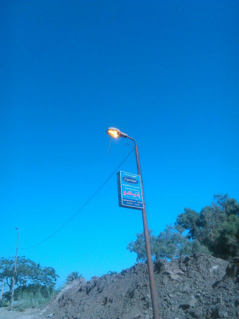 قالك «طفى النور» وأعمدة إنارة شوارع بحلوان مضاء في وقت النهار