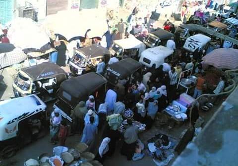 أهالي باكوس بالإسكندرية يشكون فوضى الباعة والمرور