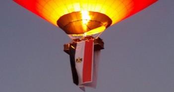 بالصور والفيديو.. البالون الطائر يحلق فوق الأقصر.. وعروض نيلية بذكرى «30 يونيو»