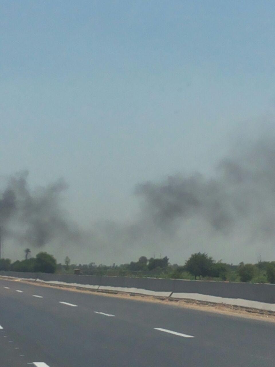 أهالي منطقة أبيس بالإسكندرية يشتكون من حرق المخلفات الزراعية على الطريق الدولي