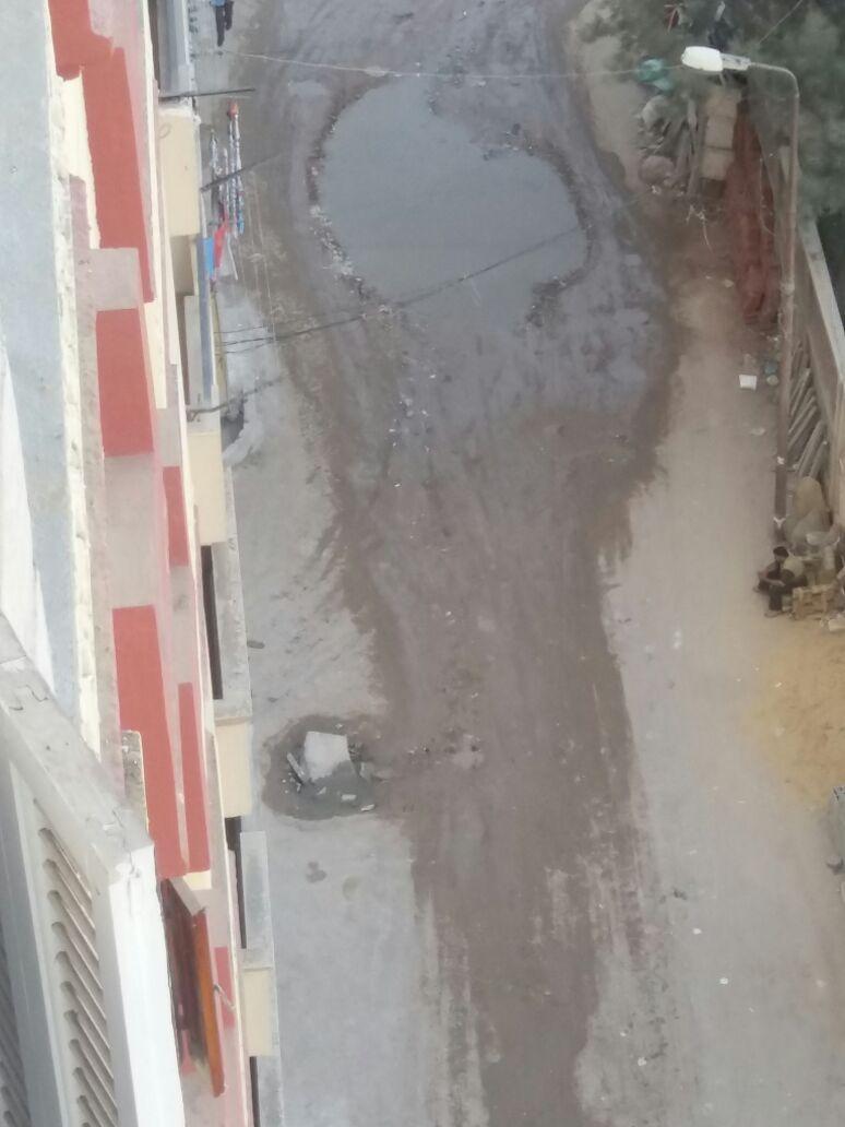 أهالي حي المنتزه بالإسكندرية يطالبون مسئولي المحافظة بتغطية آبار الصرف الصحي بالشوارع