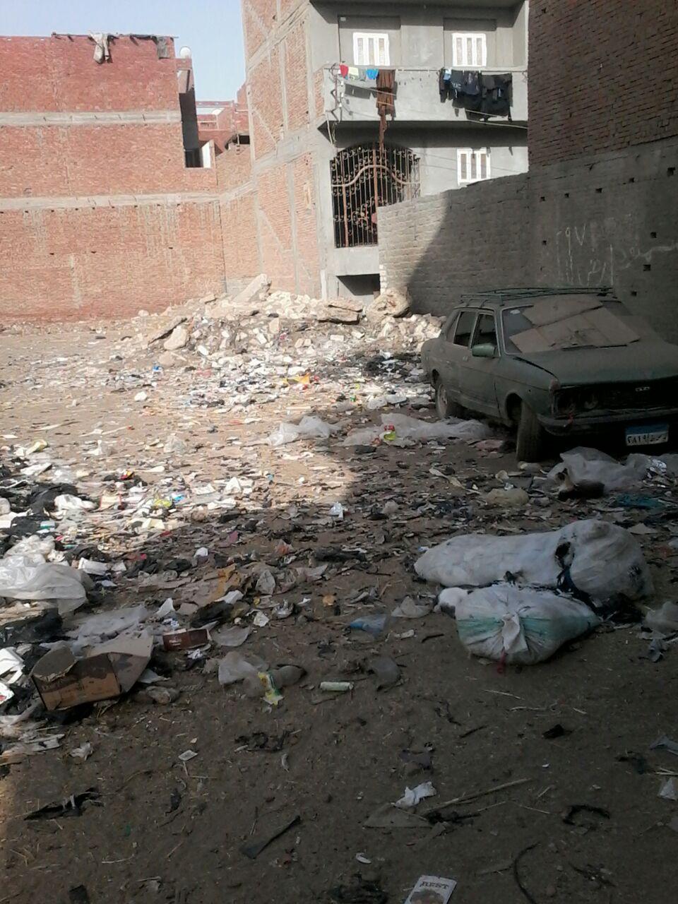 أهالي «منية سمنود»: القمامة تحاصر منازلنا والمسئولين لايعرفوا شيئا عن القرية