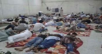 بالصورة | مصريون ينامون على الأرض قبل ترحلهم نهائيًا  عن السعودية بسبب مخالفة «بصمة الحج»