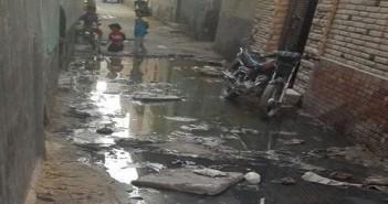 الصرف الصحي يغمر «منية الحيط».. ومطالب لمسؤولي الفيوم بإصلاحه (صور)