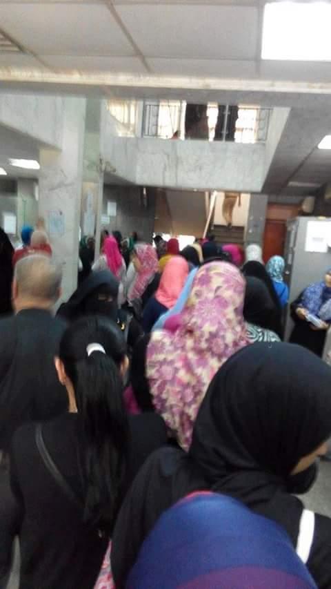 استياء عملاء بنك ناصر لقصر صرف النفقات والمعاشات على 10 أيام شهريًا