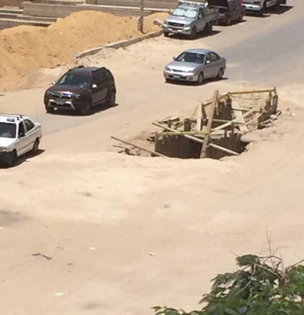 تكسير شارع رئيسي بزهراء المعادي واقتلاع أشجاره دون صيانته من الحي