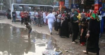 عيدية مسئولي حي شبرا للأهالي ... شوارع غارقه فى مياه الصرف الصحي