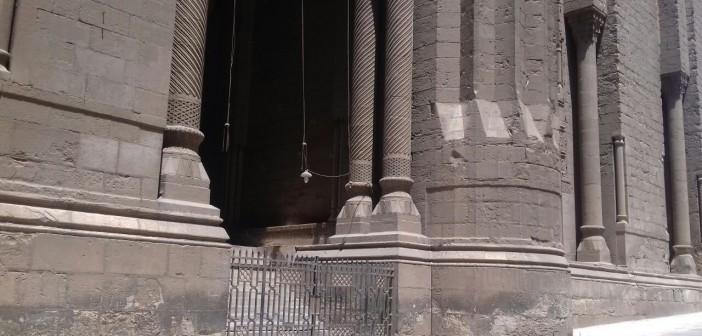 إلغاء صلاة الجمعة بمسجد الرفاعي لغياب الخطيب.. وغضب المصلين لإغلاقه (صور)