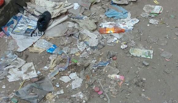 أهالي شارع بحي الزيتون يطالبون بإزالة القمامة من الشارع (صور)