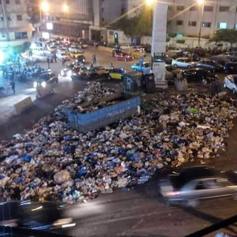 شواطئ الإسكندرية مقلب قمامة وعمال الشماسي يفرضون الإتاوات على المصيفين