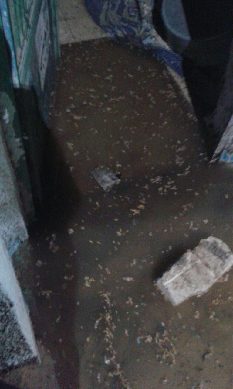 بالصور.. أبوصوير غارقة فى مياه الصرف الصحي.. «الأهالي» رئيس مجلس المدينة بيصيف ونطالب بتدخل الجيش