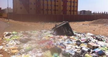 تراكم القمامة لغياب سيارات رفعها عن دخول مدينة السلام بالسويس منذ شهرين