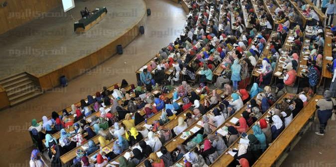 طلاب آثار بجامعة دمنهور يرفضون قرار إلغاء القسم وتحويله لـ«شعبة»
