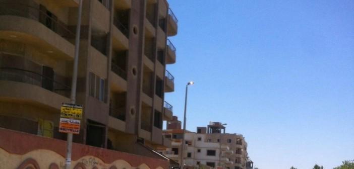 صور.. مواطن يرصد إهدار الكهرباء بهضبة الأهرام بإضاءة الأعمدة نهارًا
